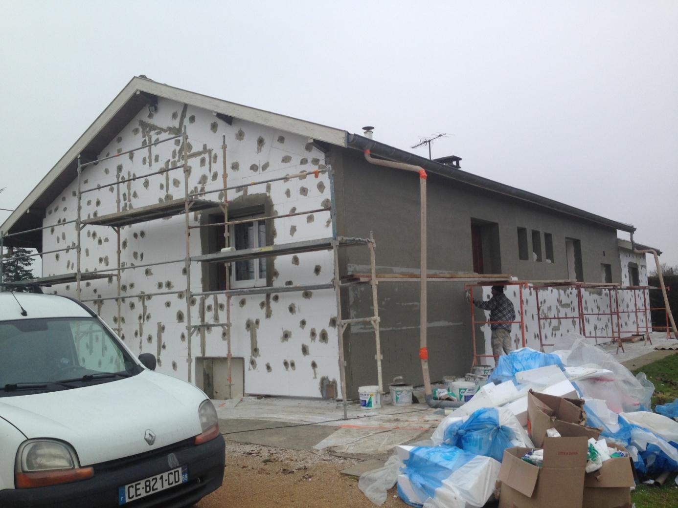 Travaux de ravalement de façade maison avec ITE