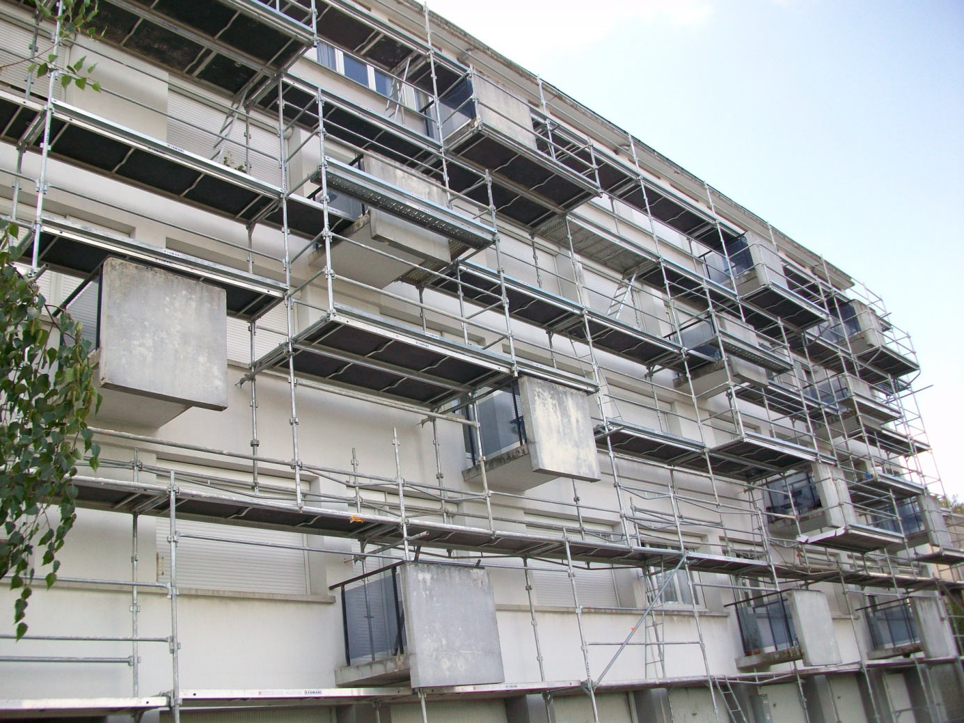 Travaux d'Isolation Thermique par l'Extérieur sur façade d'immeuble