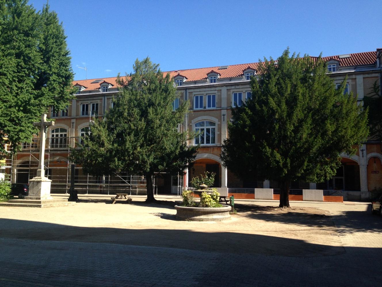 Travaux de rénovation de façades du lycée St Joseph à Lyon.