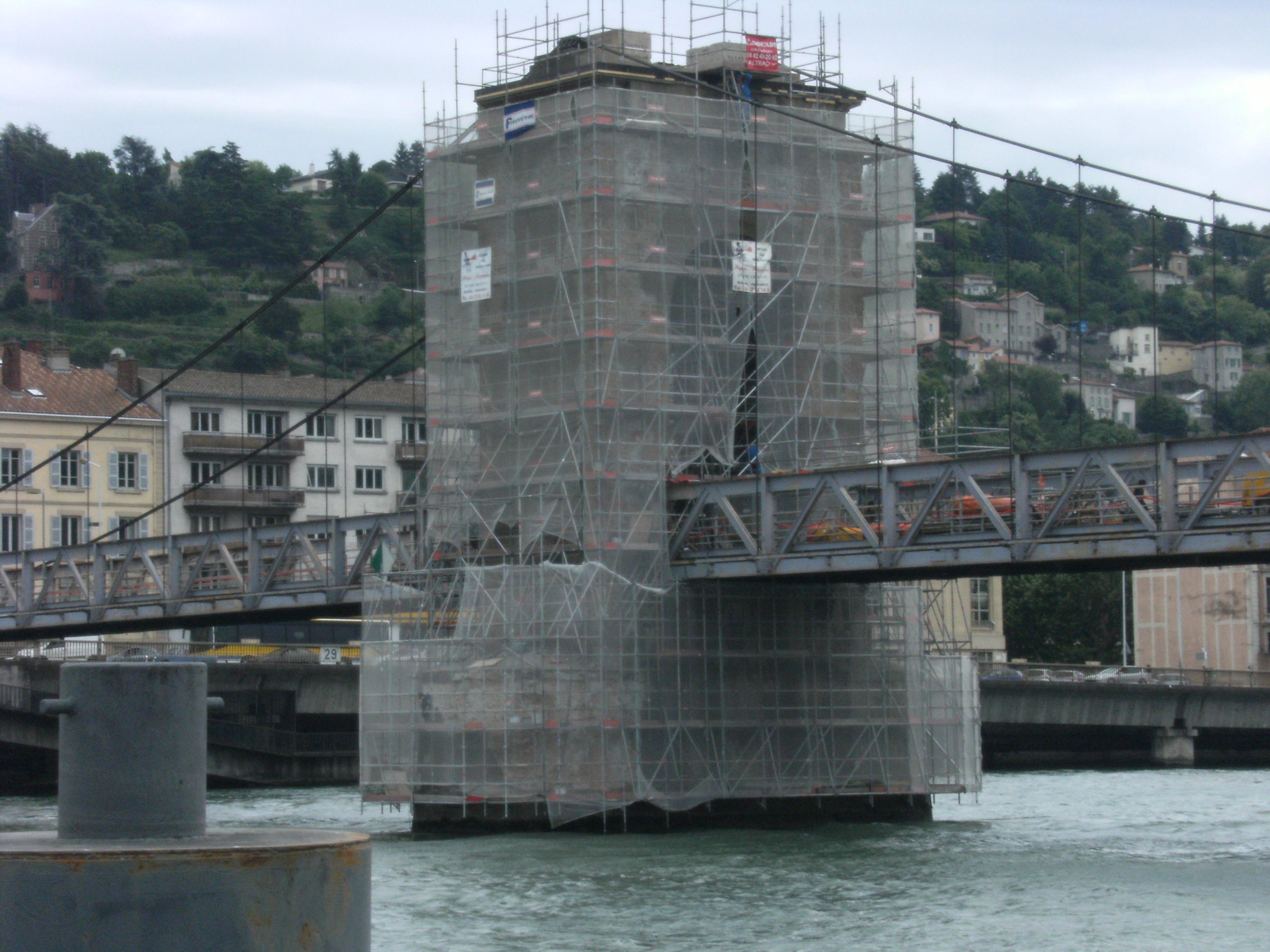 Travaux de restauration de la pile du pont